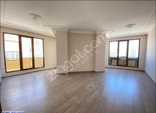 EMLAKVAR Belediye Yanı 3+1 120m²  A  Kalite 3. kat Nezih D. - Salon
