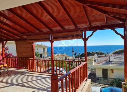 Seferihisar Doğanbey Denize Sıfır Site İçerisinde Satılık Villa - Balkon - Teras