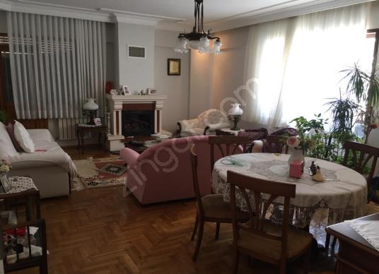 Elvan Emlak'tan 5 katlarda 3 + 1 temiz kiralık daire - Salon