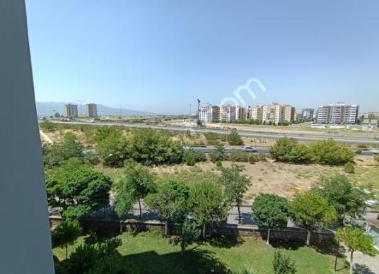 Ataşehir'de Site İçinde Ferah Köşe Daire - Manzara