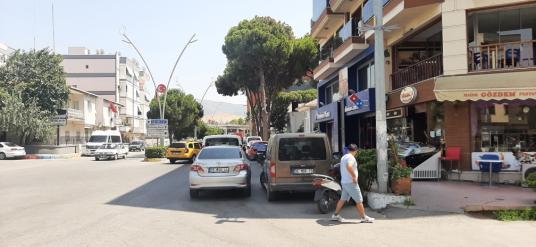 Menemen Kasımpaşa'da lise karsısı  hastane yanı Satılık Daire - Sokak Cadde Görünümü