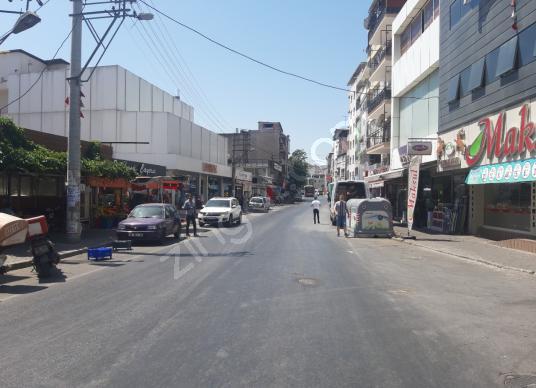 Bozyaka En İşlek Caddesinde Kurumsal Kiracılı 3 Katlı İşyeri - Sokak Cadde Görünümü
