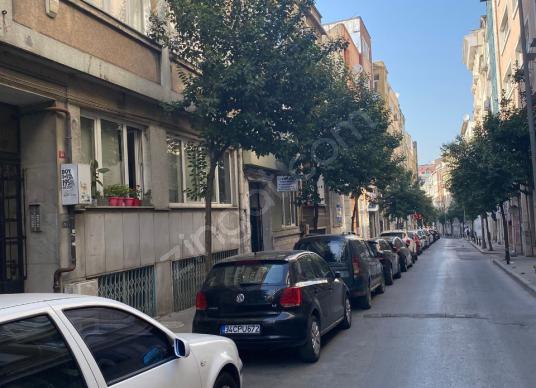 T&C  EMLAK OFİSİNDEN ŞİŞLİ CAMİNİN ARKA SOKAGINDA KIRALIK DAİRE - Sokak Cadde Görünümü