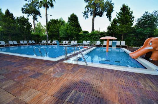 90 square meters 2+1 bedrooms Apartment For Sale in Kemer, Antalya - Yüzme Havuzu