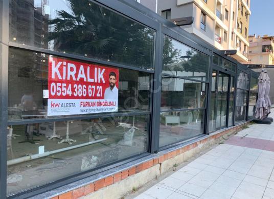 Uncubozköy'de MANİSA MEYDAN KARŞISINDA 2 Katlı Bahçeli İşyeri - Sokak Cadde Görünümü