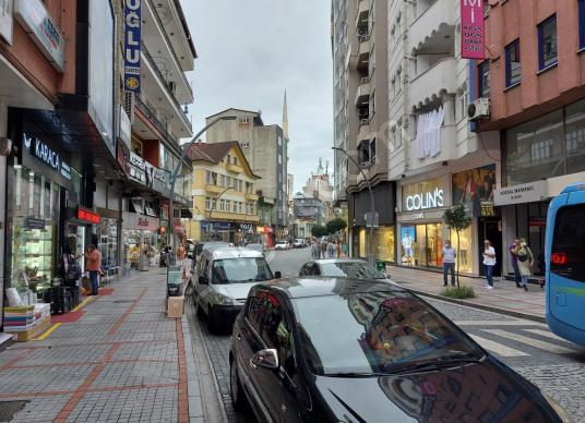 Rize Merkez Atatürk Caddesi'nde' 3+1 130 M2 Eşyalı Kiralık Daire - Sokak Cadde Görünümü