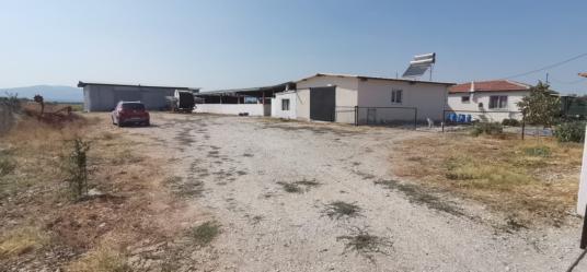 Manisa Saruhanlı'da Satılık Büyük Baş Besi Çiftliği - Dış Cephe