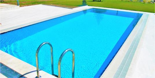 140 square meters 3+1 bedrooms Apartment For Sale in Edremit, Balıkesir - Yüzme Havuzu