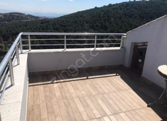 Sultanbeyli Kiralık daire güvenlikli sitede teraslı Dublex 4+1 - Balkon - Teras