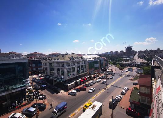 ÇEKMEKÖY ÇAVUŞBAŞI CAD.7 YILLIK PLAZA DA 310m2 SATILIK ÇİFT OFİS - Sokak Cadde Görünümü