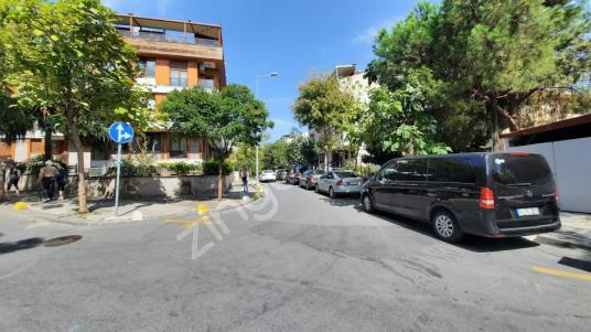 Şişli Halil Rıfat Paşa Mahallesinde 3+1 Bahçeli Ters Dubleks - Sokak Cadde Görünümü