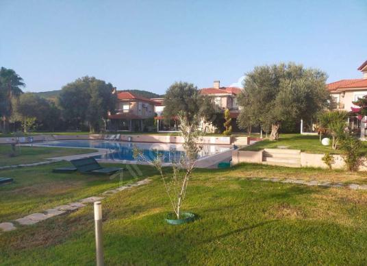 Çeşmealtı'nda Müstakil, havuzlu, özel bahçeli - Site İçi Görünüm