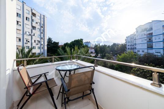 Antalya'da Sahile Yakın Merkezi Balkonlu Ferah Daire - Balkon - Teras