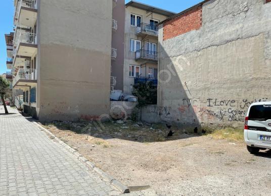 İzmir Bornova Doğanlar 'da Park Yanında Satılık Arsa! - Sokak Cadde Görünümü