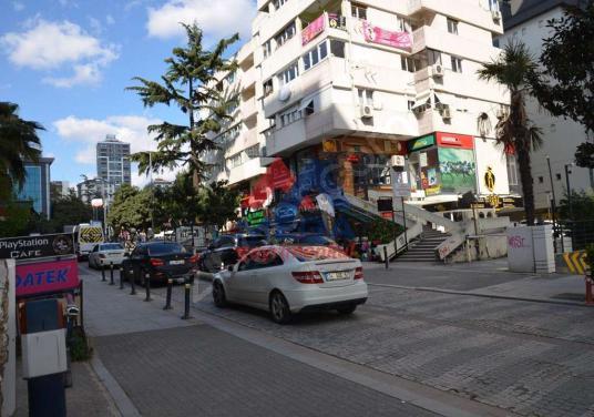 Caddebostan Barlar Sokağında Düz Ayak Dükkan - Sokak Cadde Görünümü