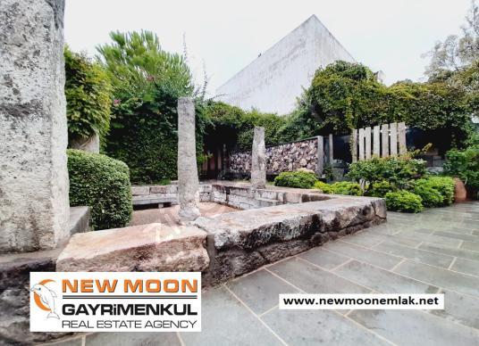 Eskiçeşme'de, Marinaya yakın, Eşyalı, 450 yıllık Orjinal Taş ev - Bahçe